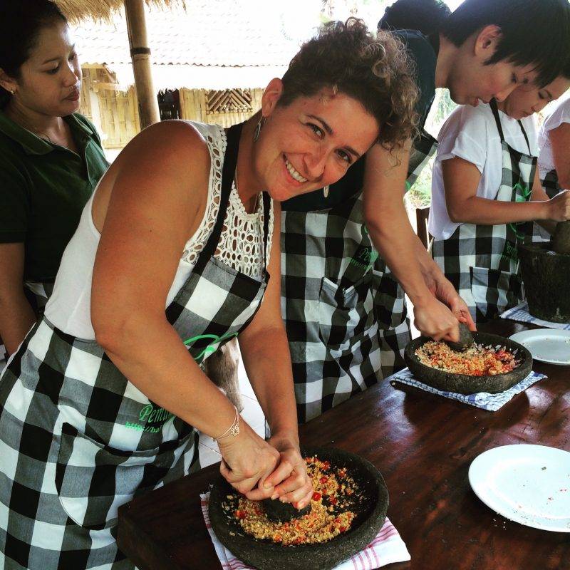 Pendant un cours de cuisine à Ubud, Bali