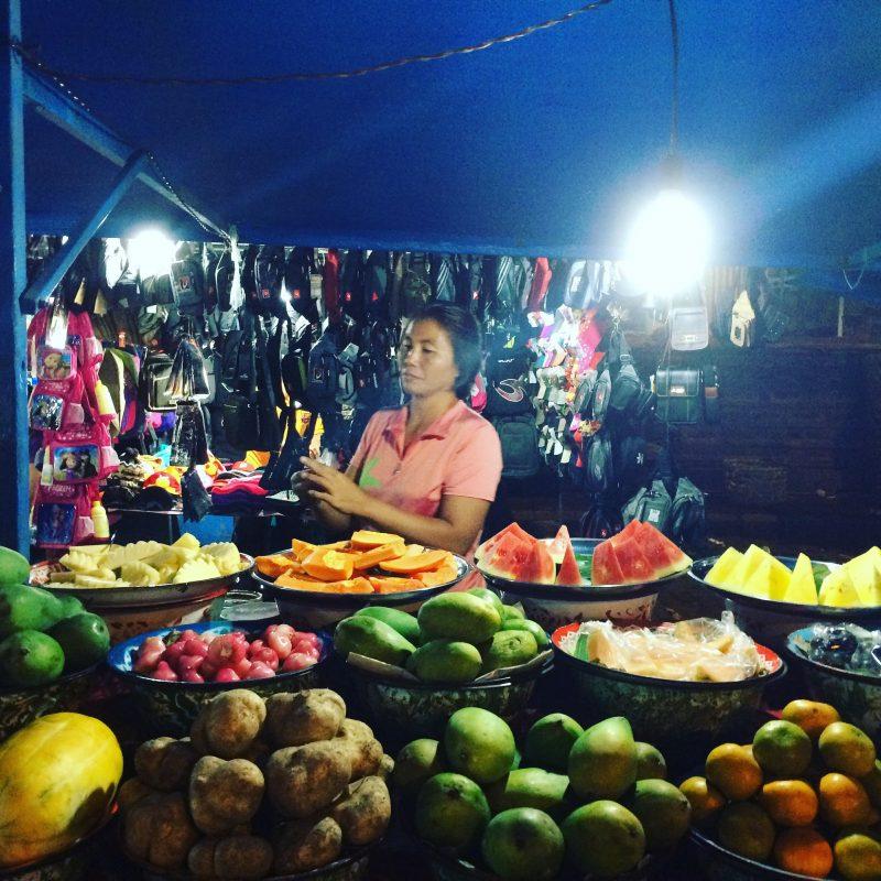 Marché de nuit à Gyaniar
