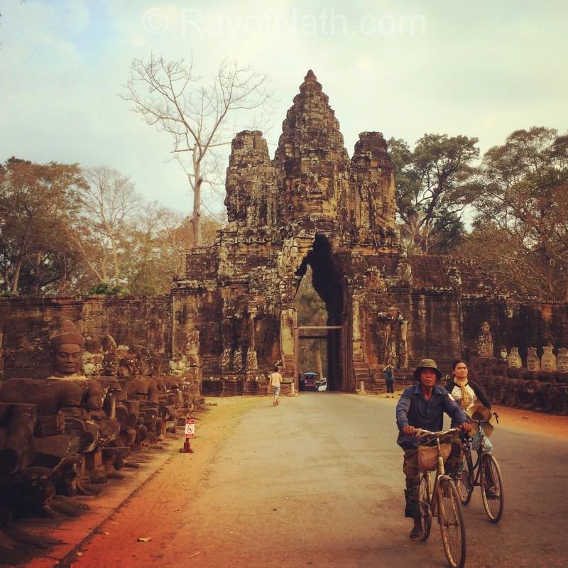 Sur le site d'Angkor, vers le Bayon