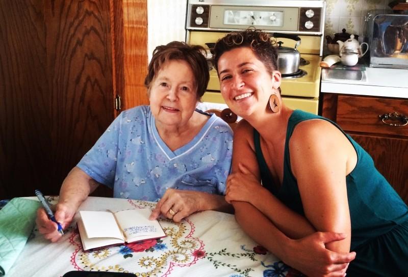 Avec ma grand-maman avant mon départ en septembre 2015