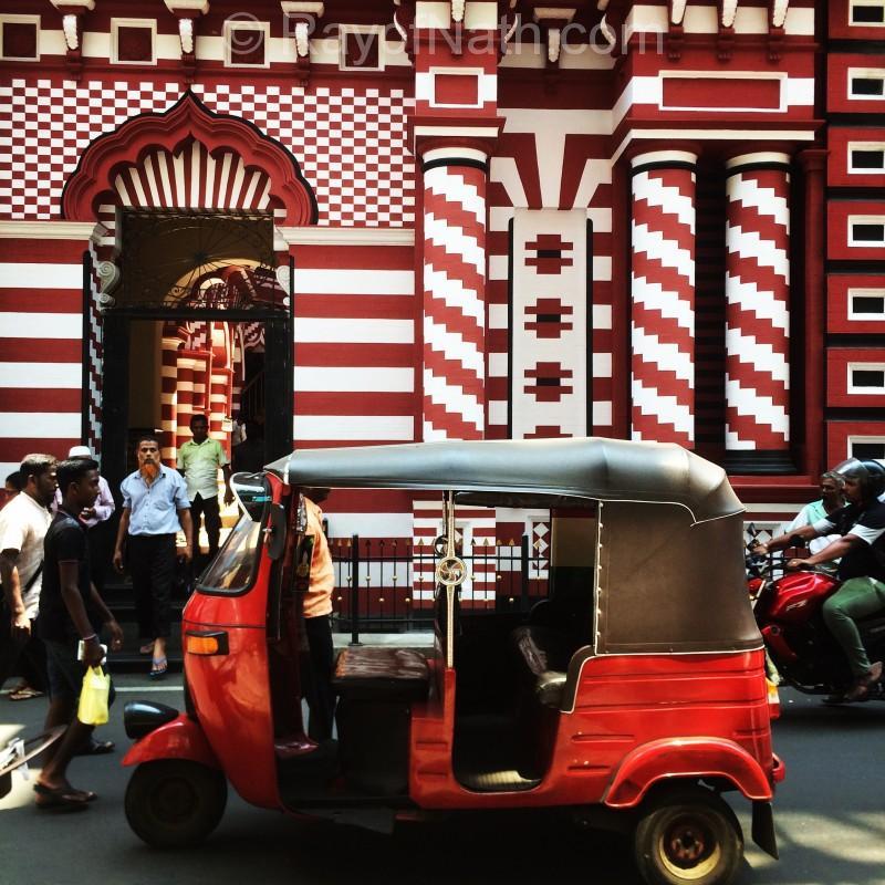 Photo parfaite devant la Candy-Cane mosque au Marché Pettah
