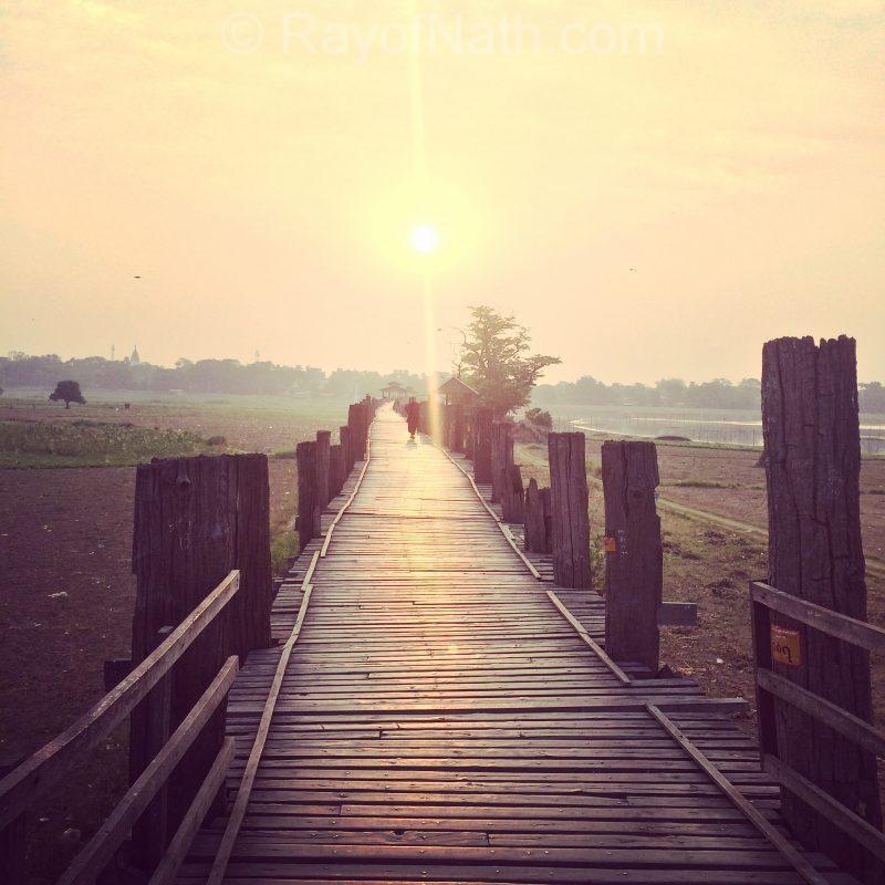 Magnifique levée du soleil sur le pont U-Bein