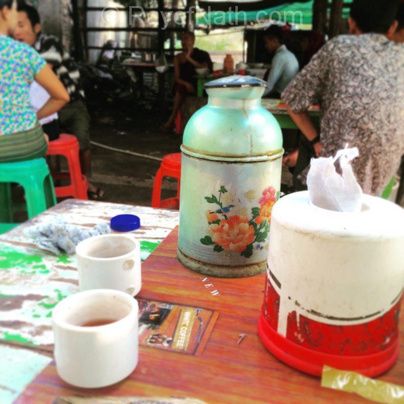 Thé chinois en carafe sur toutes les tables