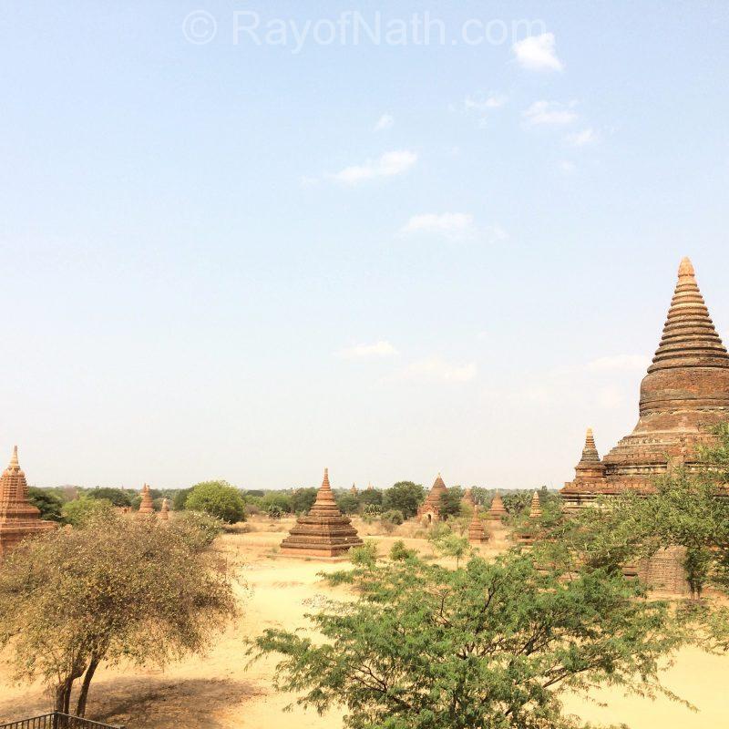 Une minuscule vue d'ensemble sur quelques pagodes