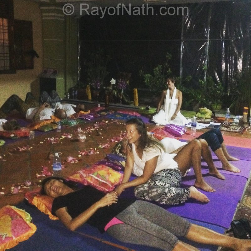 Méditation de pleine lune: la première que j'animais au Vagabond Temple, Cambodge