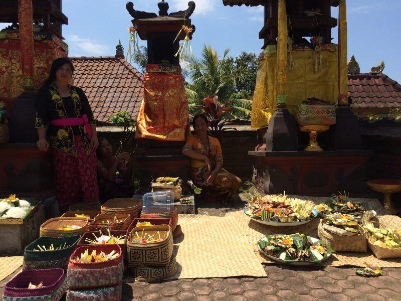 Offrandes lors d'une cérémonie de mariage à Ubud, Bali