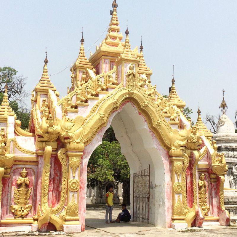 Temple près de Sagaing, Myanmar