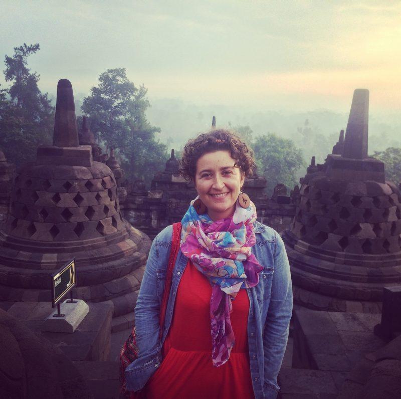 Sur le site de Borobudur après le lever du soleil
