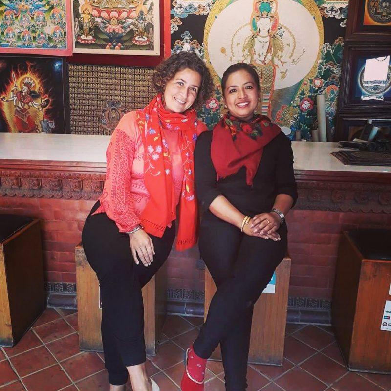 Avec Rasmila à la boutique de Thangka, Bhaktapur