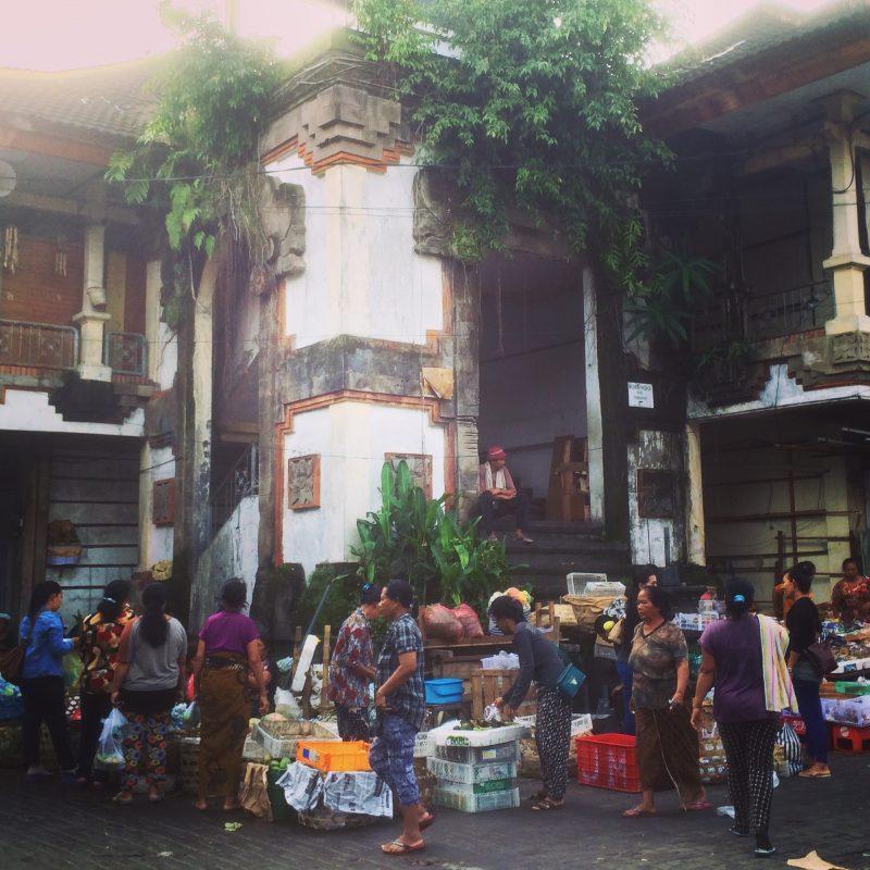 Marché du matin à Ubud bien achalandé