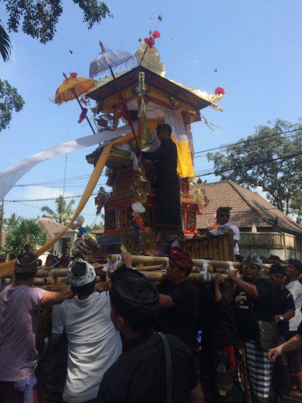 Procession crémation, Bali